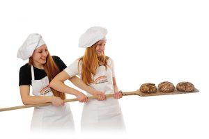 Bäckerinnen mit Brotschießer und Brot